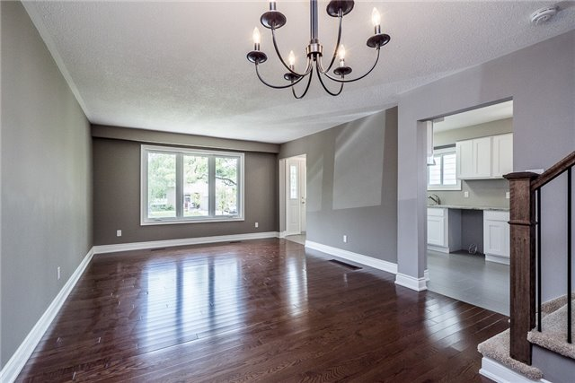 Detached at 23 Glenecho Dr, Barrie, Ontario. Image 7