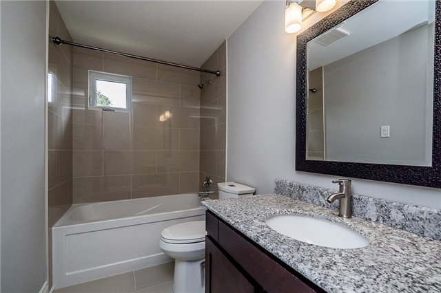 Detached at 23 Glenecho Dr, Barrie, Ontario. Image 10
