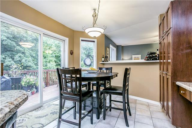 Detached at 32 Holly Meadow Rd, Barrie, Ontario. Image 12