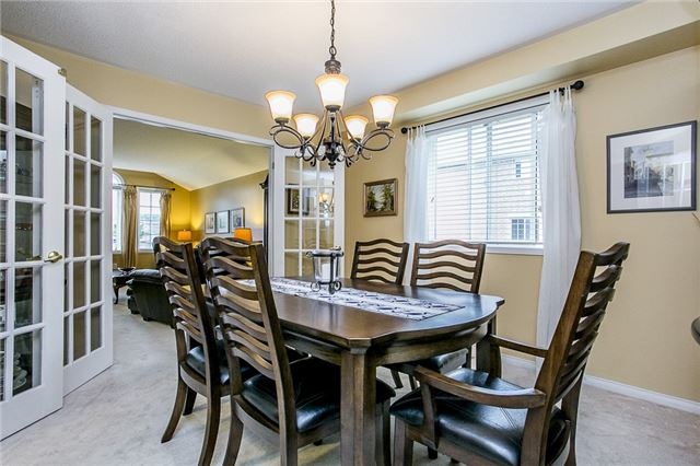 Detached at 32 Holly Meadow Rd, Barrie, Ontario. Image 13