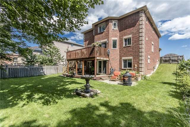 Detached at 32 Holly Meadow Rd, Barrie, Ontario. Image 8