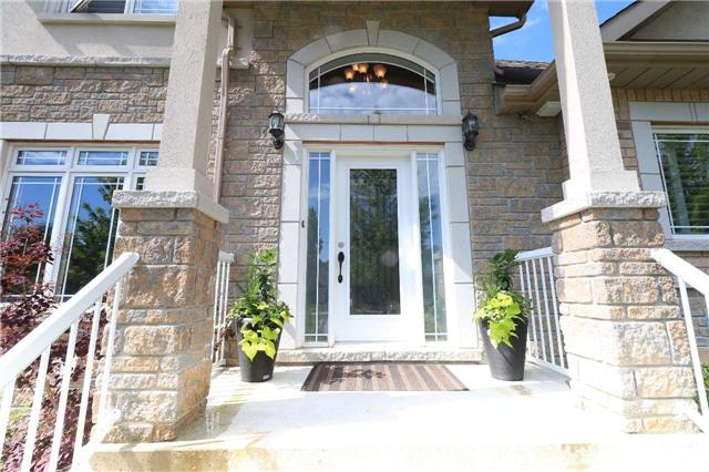 Detached at 2 Stapleton Pl, Barrie, Ontario. Image 14