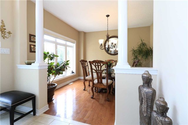Detached at 2 Stapleton Pl, Barrie, Ontario. Image 18