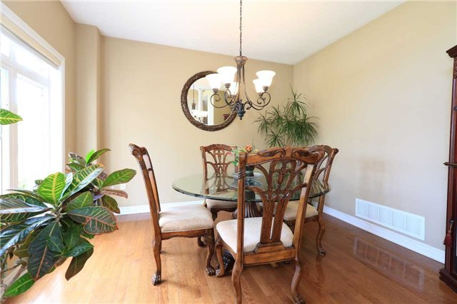 Detached at 2 Stapleton Pl, Barrie, Ontario. Image 19