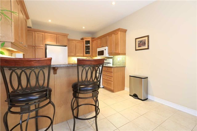Detached at 2 Stapleton Pl, Barrie, Ontario. Image 4