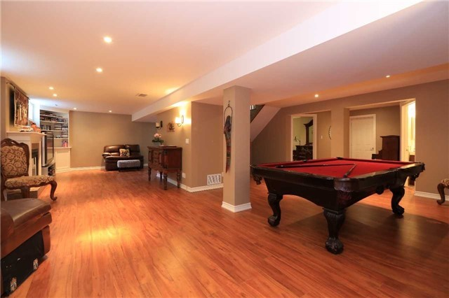 Detached at 2 Stapleton Pl, Barrie, Ontario. Image 9