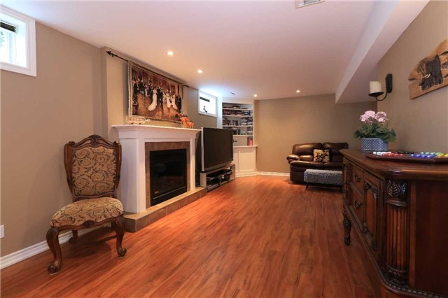 Detached at 2 Stapleton Pl, Barrie, Ontario. Image 10