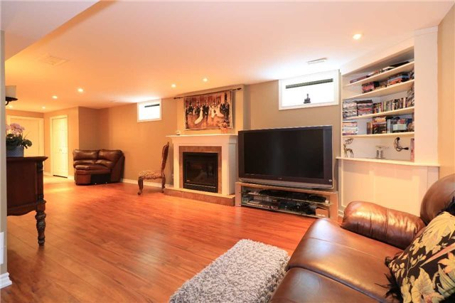 Detached at 2 Stapleton Pl, Barrie, Ontario. Image 11