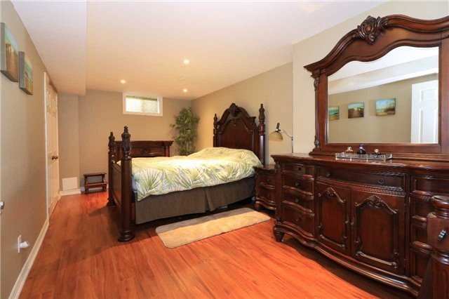 Detached at 2 Stapleton Pl, Barrie, Ontario. Image 13