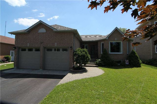 Detached at 57 Brown St, Barrie, Ontario. Image 1