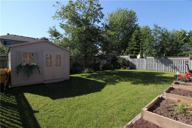 Detached at 57 Brown St, Barrie, Ontario. Image 13