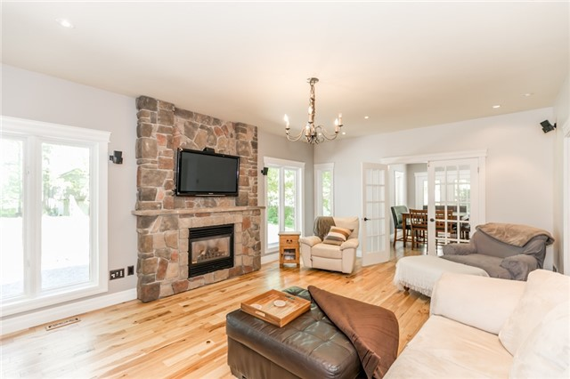 Detached at 16 Edgecombe Terr, Springwater, Ontario. Image 2