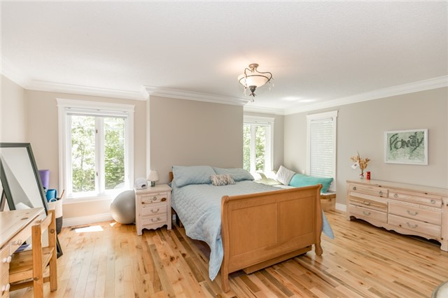Detached at 16 Edgecombe Terr, Springwater, Ontario. Image 4