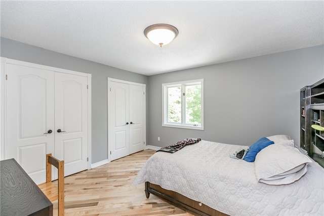 Detached at 16 Edgecombe Terr, Springwater, Ontario. Image 5