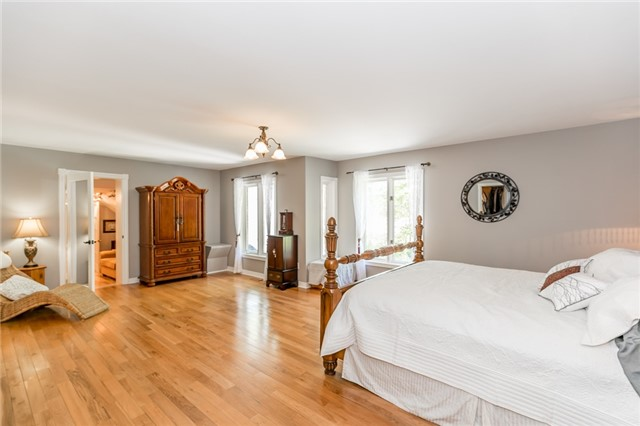 Detached at 16 Edgecombe Terr, Springwater, Ontario. Image 6
