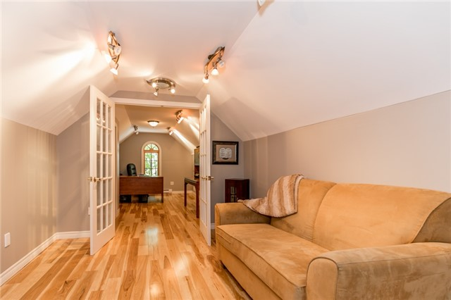 Detached at 16 Edgecombe Terr, Springwater, Ontario. Image 7