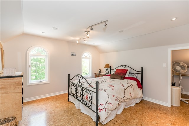 Detached at 16 Edgecombe Terr, Springwater, Ontario. Image 11
