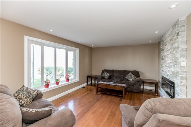Detached at 3535 Pinegrove Rd, Springwater, Ontario. Image 11