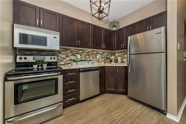 Townhouse at 98 Bruce Cres, Barrie, Ontario. Image 17