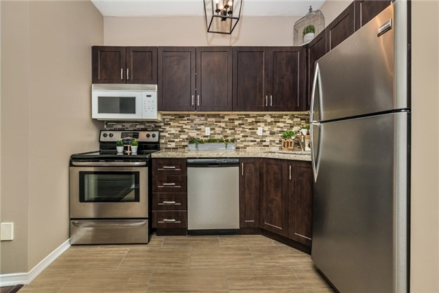 Townhouse at 98 Bruce Cres, Barrie, Ontario. Image 18