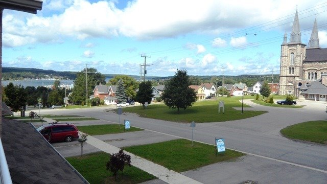 Townhouse at 16 Owen St, Penetanguishene, Ontario. Image 5