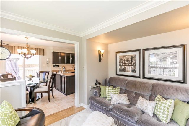 Detached at 45 Shakespeare Cres, Barrie, Ontario. Image 19