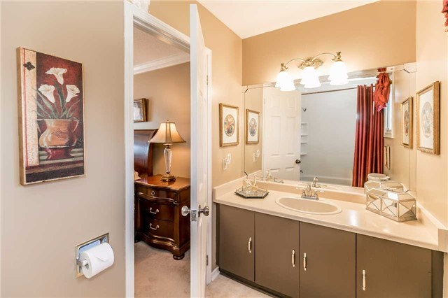 Detached at 45 Shakespeare Cres, Barrie, Ontario. Image 5