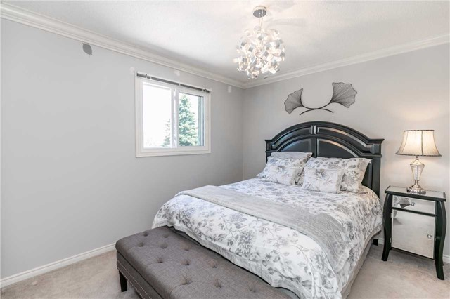 Detached at 45 Shakespeare Cres, Barrie, Ontario. Image 6