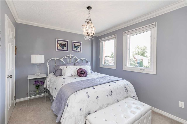 Detached at 45 Shakespeare Cres, Barrie, Ontario. Image 7