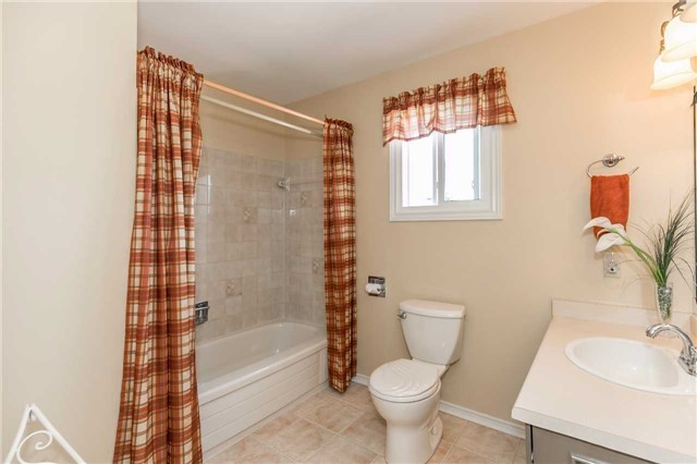 Detached at 45 Shakespeare Cres, Barrie, Ontario. Image 8