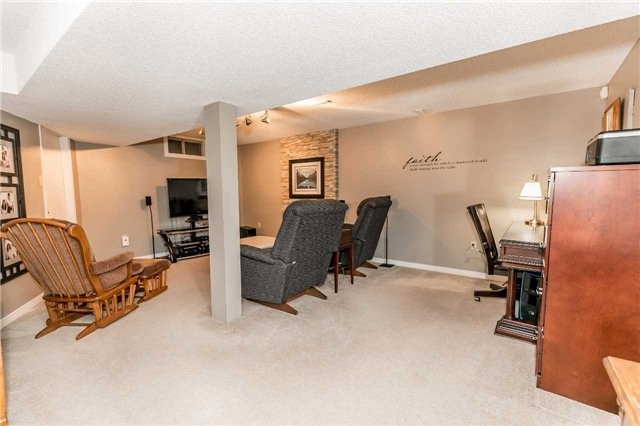 Detached at 45 Shakespeare Cres, Barrie, Ontario. Image 9