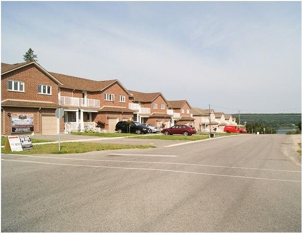 Townhouse at 20 Owen St, Penetanguishene, Ontario. Image 4