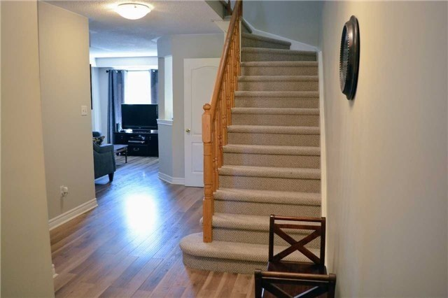 Townhouse at 31 Brucker Rd, Barrie, Ontario. Image 2