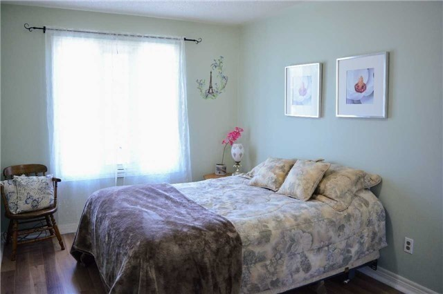 Townhouse at 31 Brucker Rd, Barrie, Ontario. Image 4