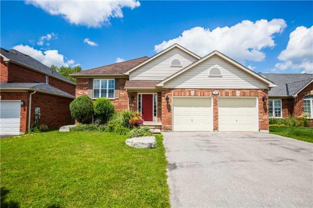Detached at 60 Country Lane, Barrie, Ontario. Image 1