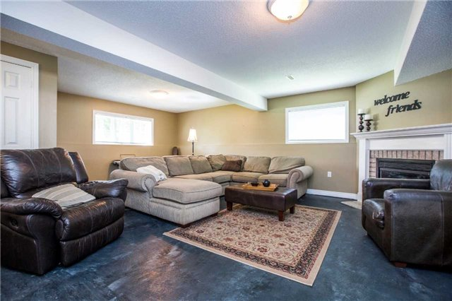 Detached at 60 Country Lane, Barrie, Ontario. Image 6