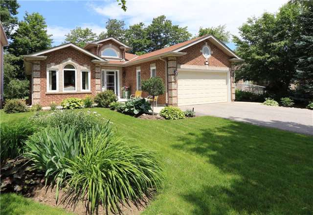 Detached at 332 Livingstone St W, Barrie, Ontario. Image 1