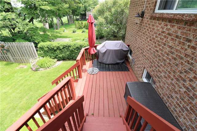 Detached at 332 Livingstone St W, Barrie, Ontario. Image 15