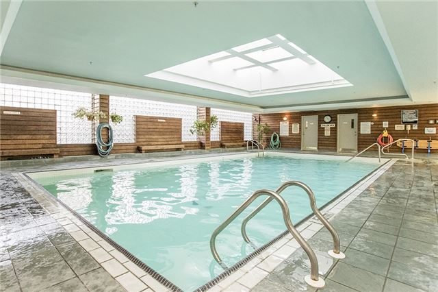 Condo Apartment at 140 Dunlop St E, Unit 811, Barrie, Ontario. Image 3