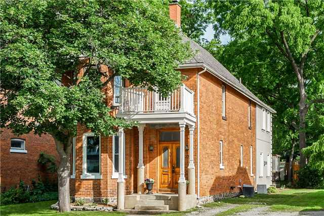 Detached at 22 Wellington St W, Barrie, Ontario. Image 1