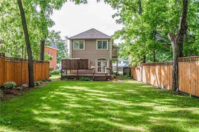 Detached at 22 Wellington St W, Barrie, Ontario. Image 13