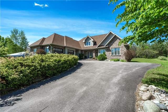 Detached at 7 Pod's Lane, Oro-Medonte, Ontario. Image 1