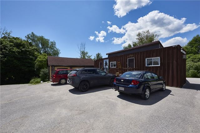 Detached at 2925 Old Barrie Rd E, Severn, Ontario. Image 11