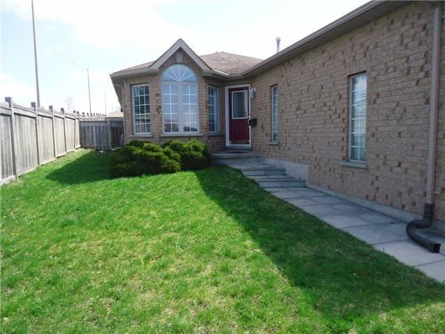 Detached at 1 Logan Crt, Barrie, Ontario. Image 1