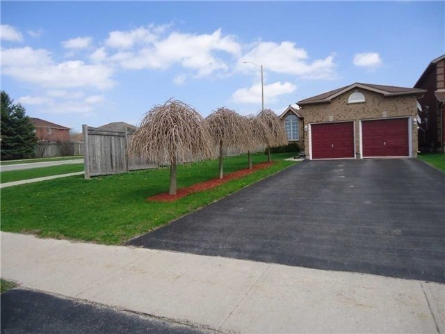 Detached at 1 Logan Crt, Barrie, Ontario. Image 11