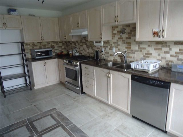 Detached at 1 Logan Crt, Barrie, Ontario. Image 18