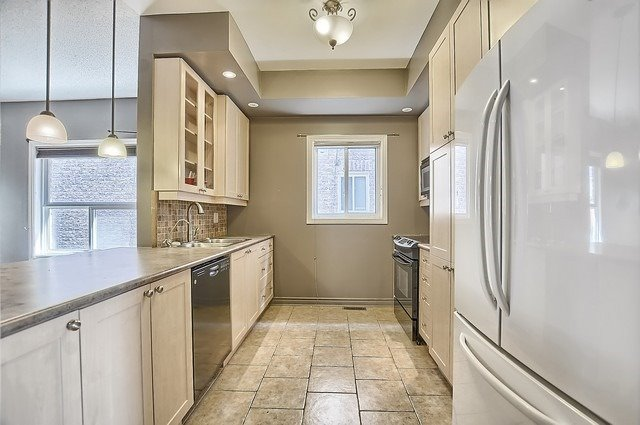 Detached at 147 Raymond Cres, Barrie, Ontario. Image 2