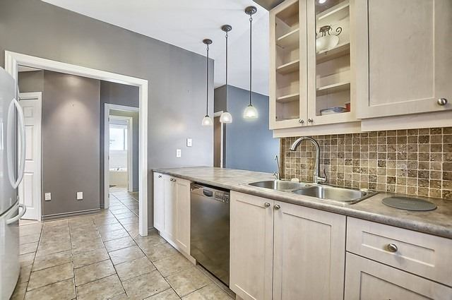 Detached at 147 Raymond Cres, Barrie, Ontario. Image 3