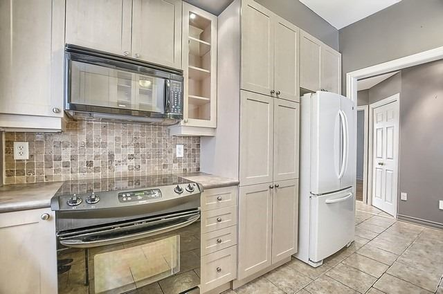 Detached at 147 Raymond Cres, Barrie, Ontario. Image 4