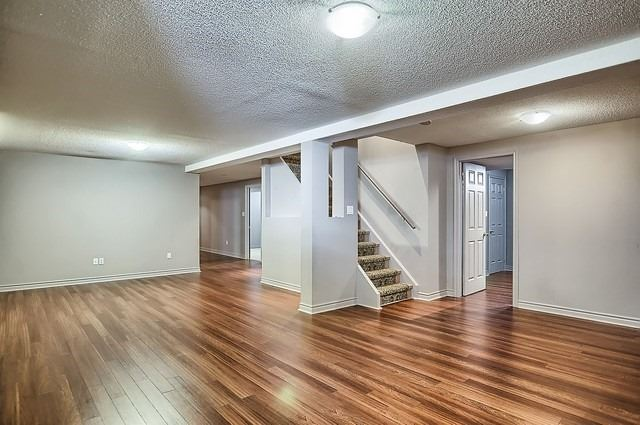 Detached at 147 Raymond Cres, Barrie, Ontario. Image 8